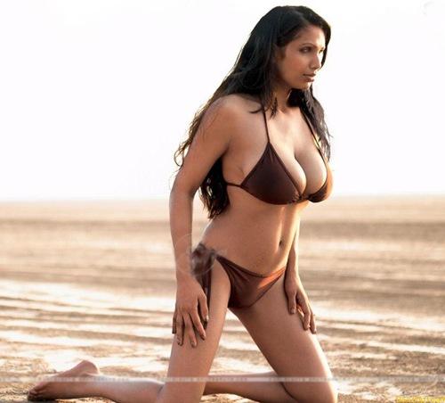 Sexy naked curvy women